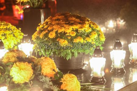 floral arrangement on grave