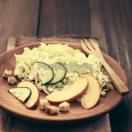 nectarine cucumber and lettuce salad