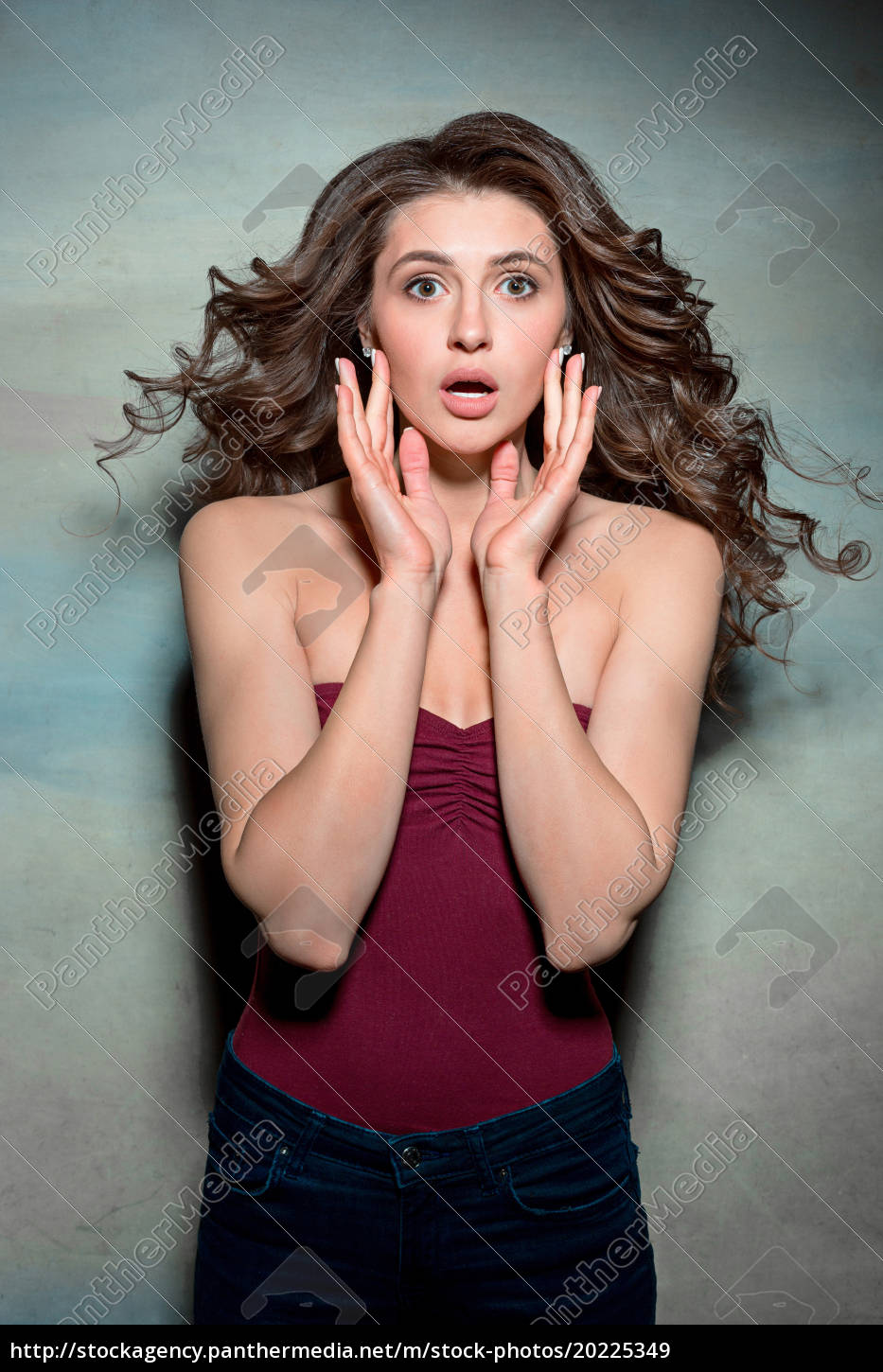portrait, of, young, woman, with, shocked - 20225349