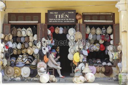 a hat sellers shop front hoi