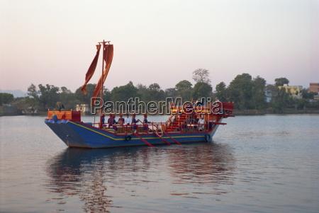 royal barge at lake palace hotel