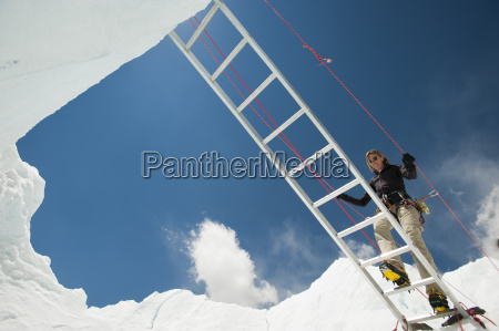 a climber on everest makes her