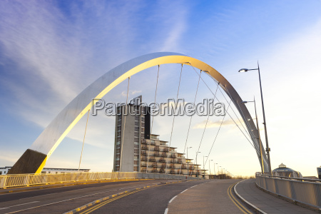 clyde arc squinty bridge finnieston river