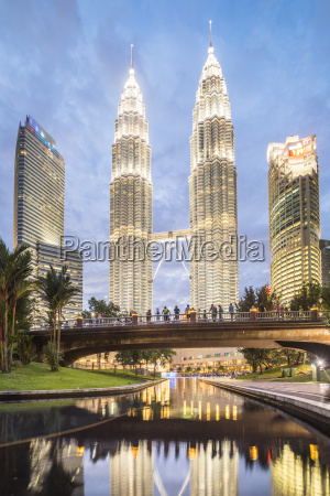 petronas twin towers at night kuala