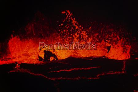 lava lake in puu oo crater